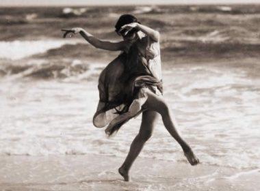 Anna-Duncan-danse-sur-la-plage